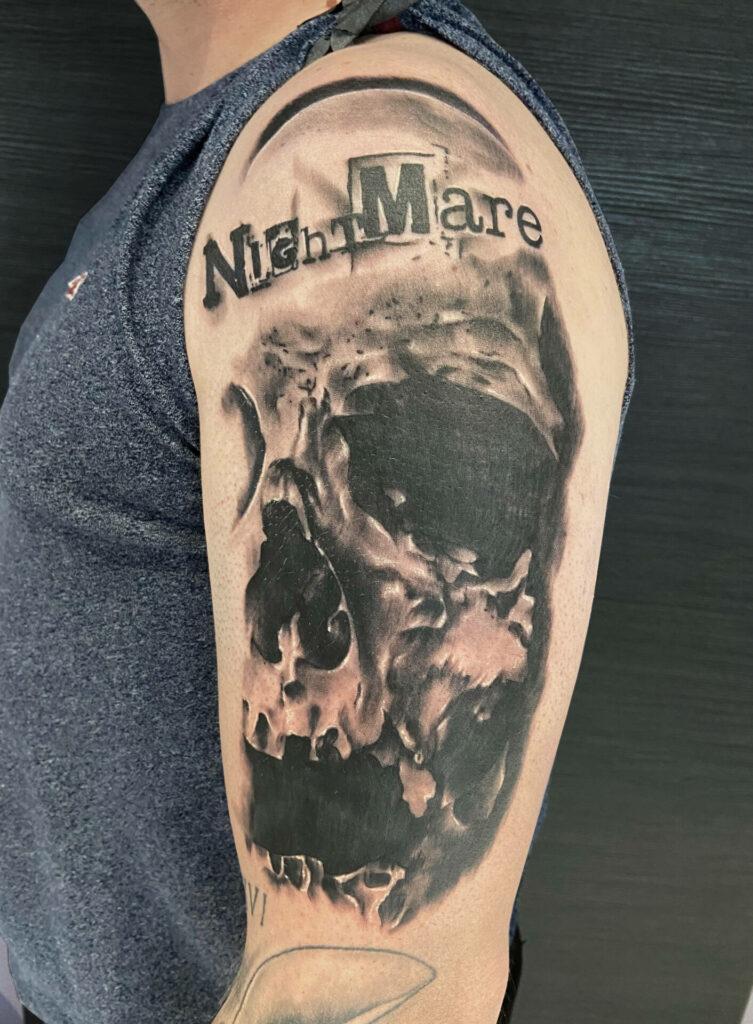 Tatouage crâne réalisé par Olivier Steffen, Crazy Needles Tattoo, Annemasse, Haute Savoie 74