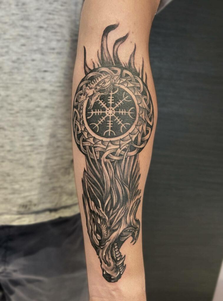 Tatouage viking réalisé par Olivier Steffen, Crazy Needles Tattoo, Annemasse 74